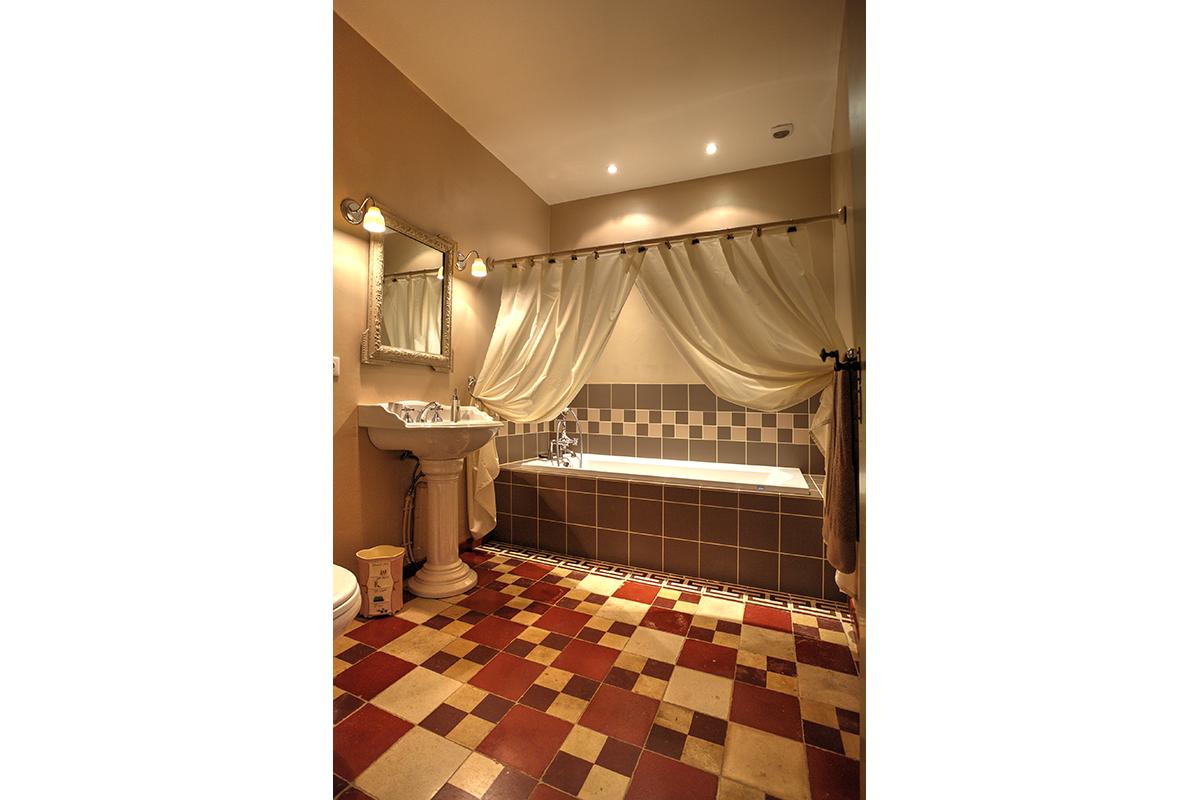 Salle de bain-Suite Fleurs aurore-Maison hotes de charme-Les Bruhasses-Gers3